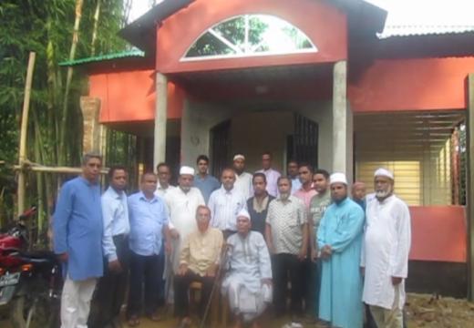 ছাত্ররা নির্মাণ করলো প্রিয় শিক্ষকের বাড়ী 'আলোর ভূবন'