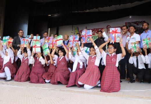 রাস আল খাইমার বাংলাদেশ স্কুলে বিনামূল্যে বই বিতরণ