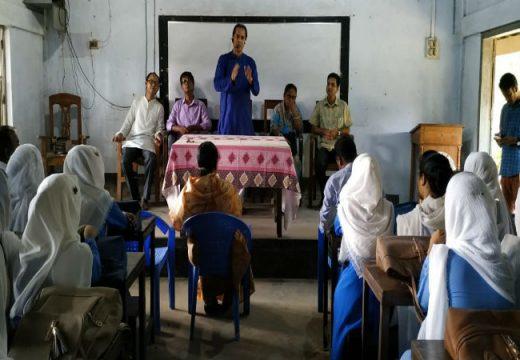 বিয়ানীবাজার আদর্শ মহিলা কলেজ পরিদর্শনে প্রতিষ্ঠাকালীন সংগঠক ছরওয়ার আহমদ