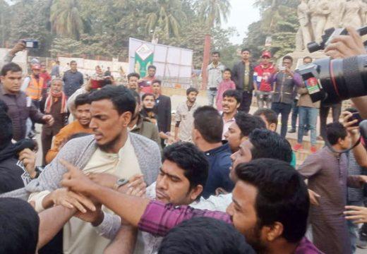 ভারতে নাগরিকত্ব আইন ও এনআরসির প্রতিবাদে ডাকসু ভিপি'র সমাবেশে হামলা