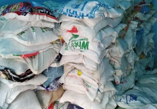 বিয়ানীবাজার খাসাড়ীপাড়ায় প্রবাসীদের অর্থায়নে খাদ্যসামগ্রী বিতরণ