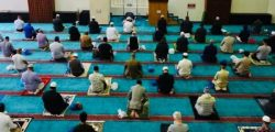 ইস্ট লন্ডন মসজিদে পুনরায় জামাতে নামাজ শুরু