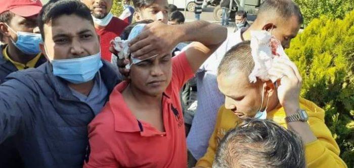 দূতাবাসের সামনে লেবানন প্রবাসীদের বিক্ষোভ ও মানববন্ধন: পুলিশের লাঠিচার্জে আহত বাংলাদেশি