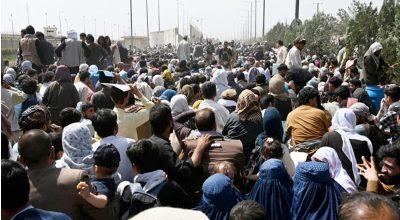 আফগানিস্তান ছাড়ছে মানুষ, হুড়োহুড়ি করতে গিয়ে বাড়ছে মৃত্যু